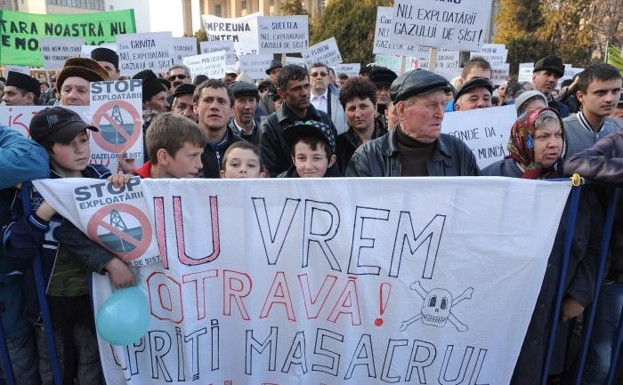 Demonstraţii în Bârlad, împotriva exploatării gazelor de şist, 22 martie 2012 (DANIEL MIHAILESCU / AFP / Getty Images)
