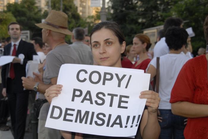 Plagiatorul Ponta a vândut până și drapelul României
