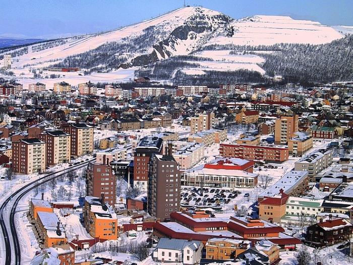 Oraşul Kiruna, Suedia. Pentru a mări cea mai mare mină de fier din lume, compania suedeză Luossavaara-Kiirunavaara Aktiebolag (LKAB) se angajează să mute întregul oraş (prin bunăvoinţa Kiruna Kommun)