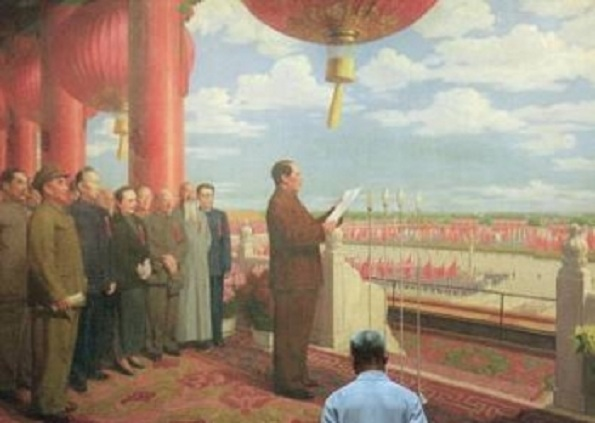 Un chinez examinează pictura care-l înfăţişează pe liderul comunist Mao Zedong declarând formarea Republicii Populare Chineze de la poarta Oraşului Interzis în 1949. În ciuda dezminţirilor din partea Partidului Comunist Chinez, istoria PCC este pătată de sânge nevinovat şi plină de înşelăciune