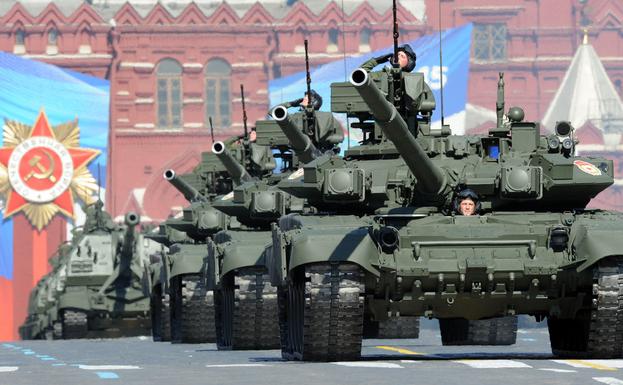 Paradă a tancurilor T-90 în Piaţa Roşie, 9 mai 2013 (YURI KADOBNOV/AFP/Getty Images)