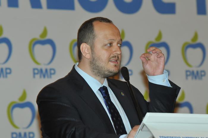 Congresul Partidului Mişcarea Populară, 7 iunie 2014, Palatul Parlamentului. În imagine, Adrian Papahagi (Florin Eşanu/Epoch Times)