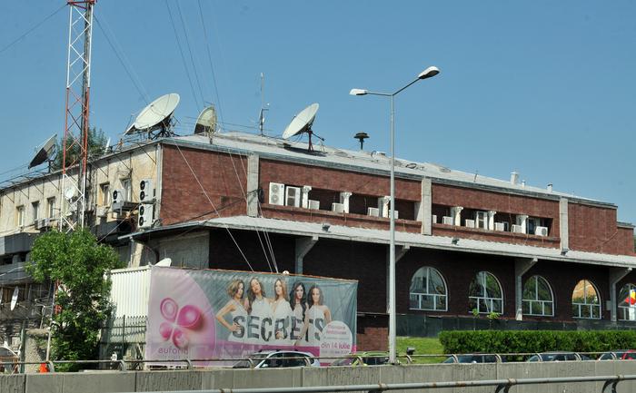 Romania - locul in care s-au intalnit hotii cu prostii!!! (II) 2014_08_14_sediulantena4_rsz_crp