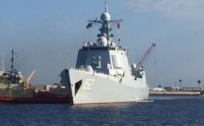 Distrugătorul chinez Jinan soseşte la Baza Maritimă Mayport, din Florida, 3 noiembrie 2015.