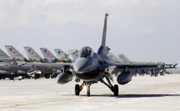 Un avion F16 al forţelor aeriene turceşti.
