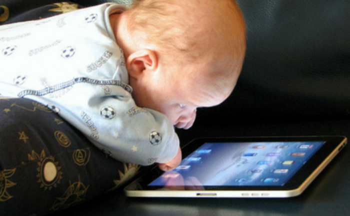 Máy tính bảng đã trở thành một trong những công cụ quan trọng nhất và thường xuyên được dùng để kỷ luật trẻ (Flickr.com)
