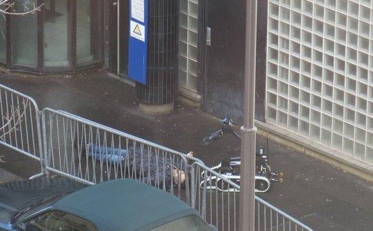 Corupul neînsufleţit al atacatorului din Paris