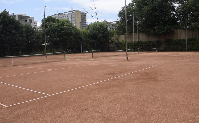 Teren de tenis din cadrul clubului sportiv Tennis Class