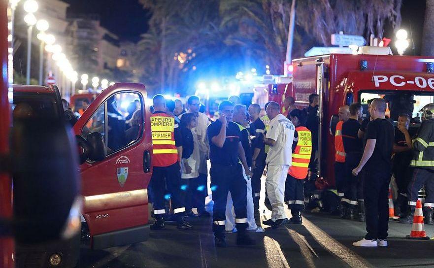 Echipe de salvare şi poliţie în Nisa, 14 iulie 2016, în urma atacului care a făcut cel puţin 80 de victime