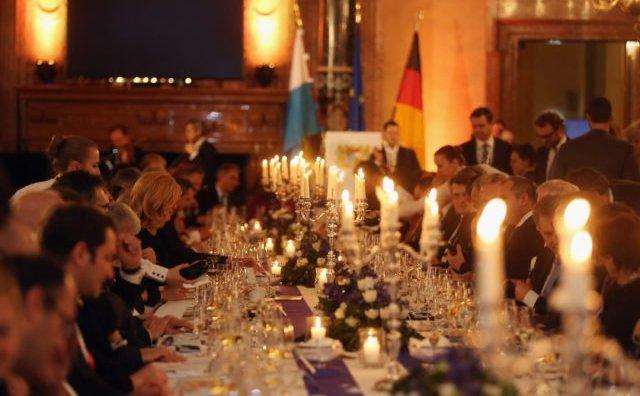 Participanţii la recepţia de la Reşedinţa Regală în timpul Conferinţei de Securitate de la München, din 18.02. 2017.